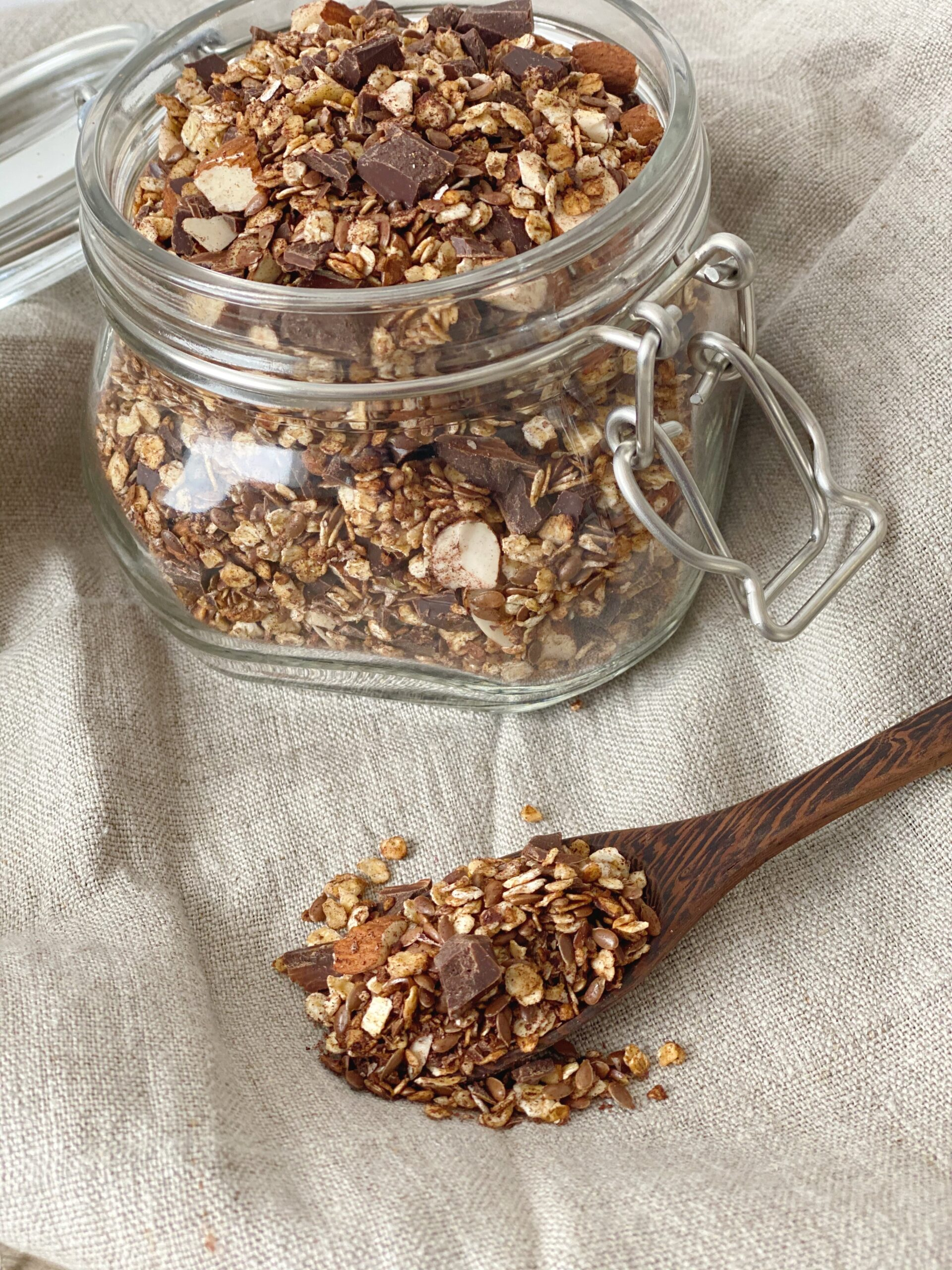 Kakaogranola med chokoladestykker