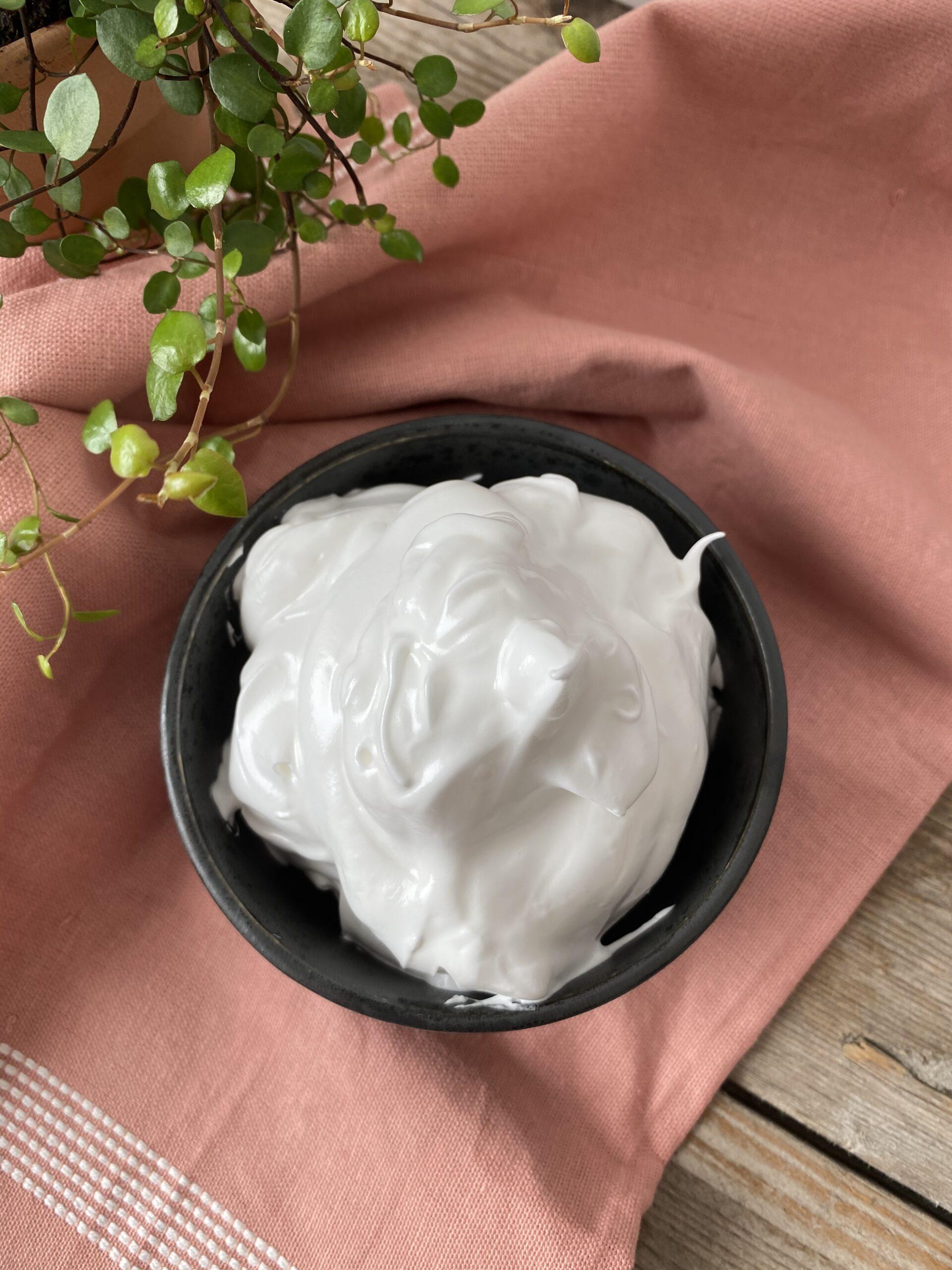 hjemmelavet guf i en skål
