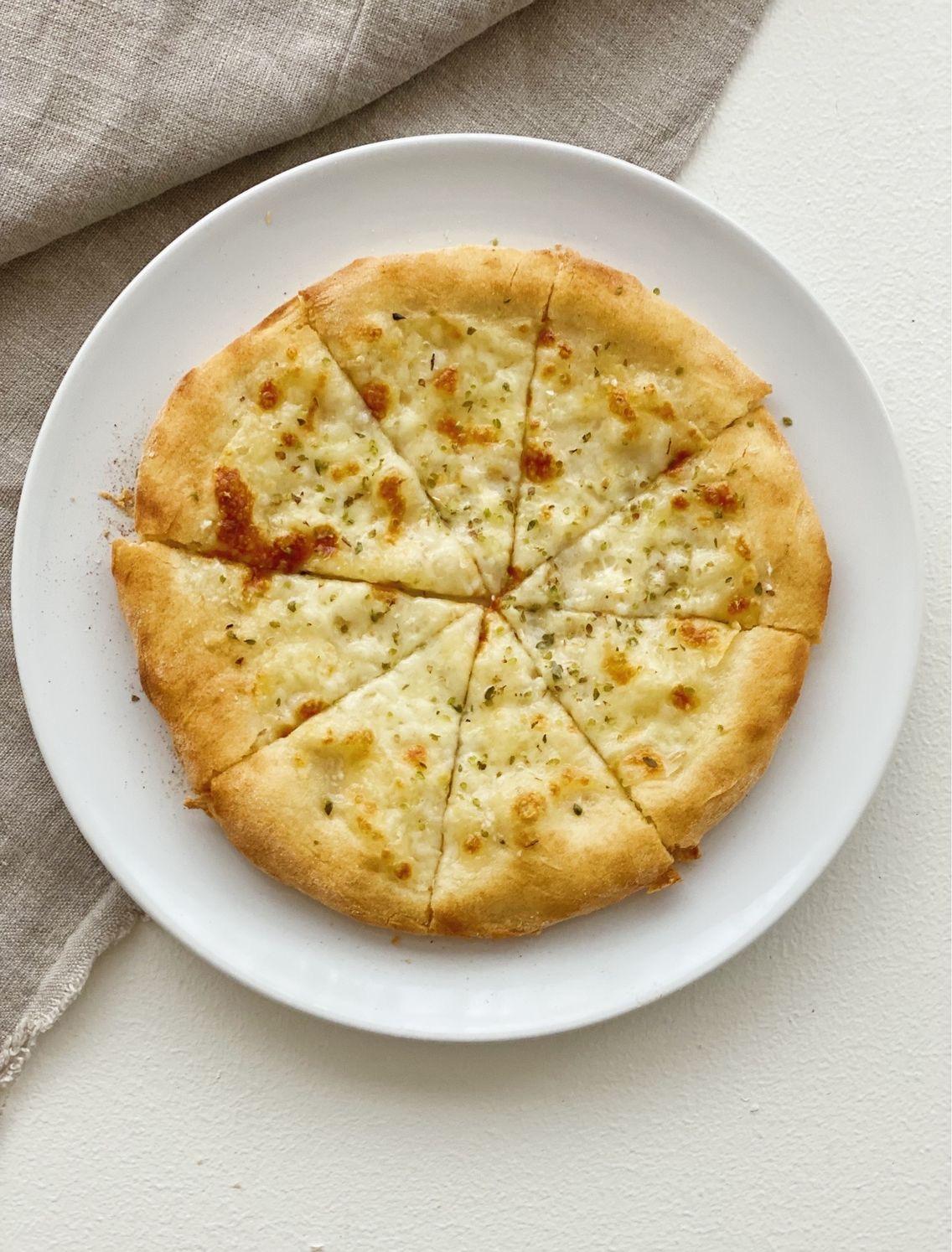 Hvidløgspizza set oppe fra