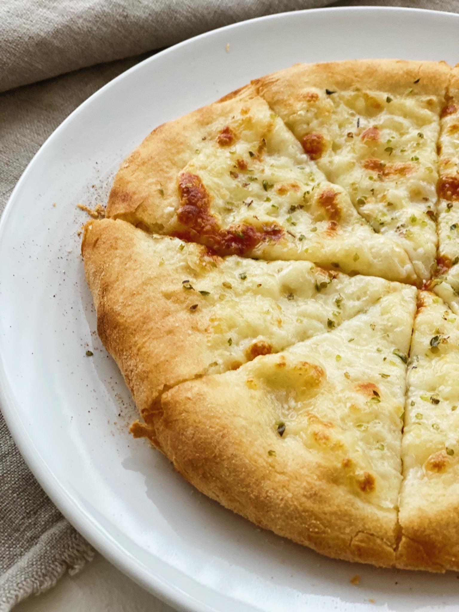 Hvidløgs pizza set tæt på